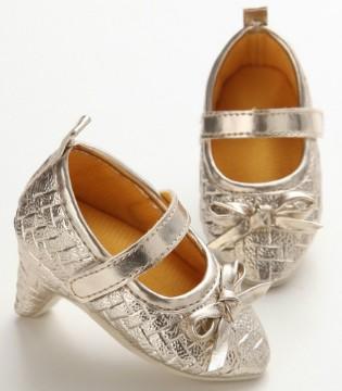 婴儿从6个月大就开始穿高跟鞋 不能输在时尚的起跑线上