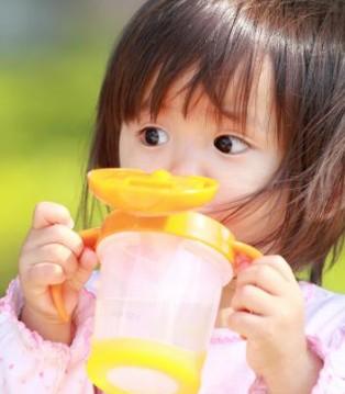 孩子一天该喝多少水 你知道喝水的必要性吗