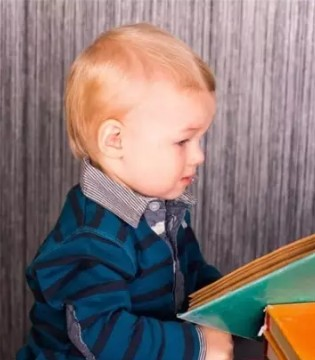 宝宝会背诗就聪明 智力开发可能跟你想的不一样