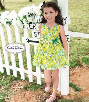 炎炎夏日 穿上Ceicei熙熙品牌童装的碎花裙成为美腻的公举