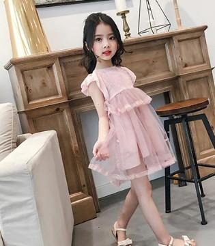 童衣汇品牌童装2017夏装系列之粉色连衣裙的细节展示