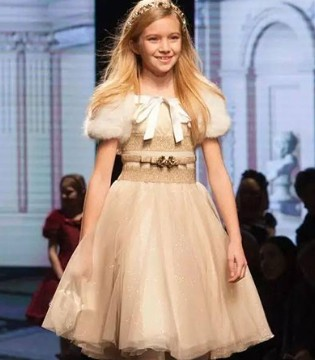 意大利知名童装品牌Monnalisa2017秋冬系列新品秀场