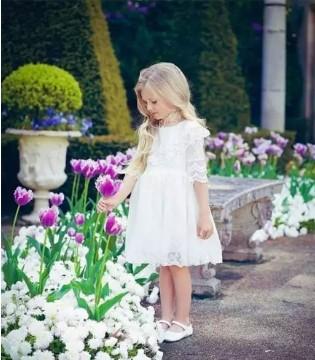天生的公主范 小萝莉的裙装时尚show