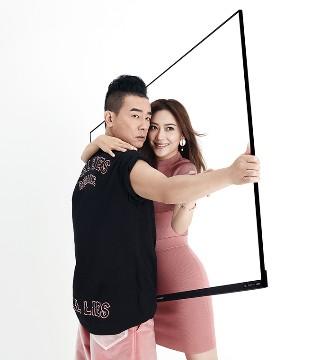 陈小春应采儿合体拍写真 鬼马夫妇探索无边框人生