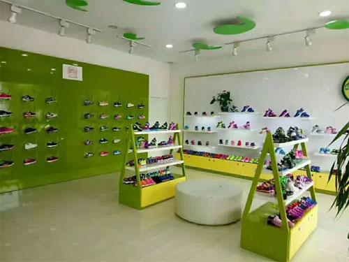 蝌蚪宝贝健康<a href='http://tx.61ef.cn/'  style='text-decoration:underline;'  target='_blank'>童鞋</a>  带你了解穿鞋的种种误区