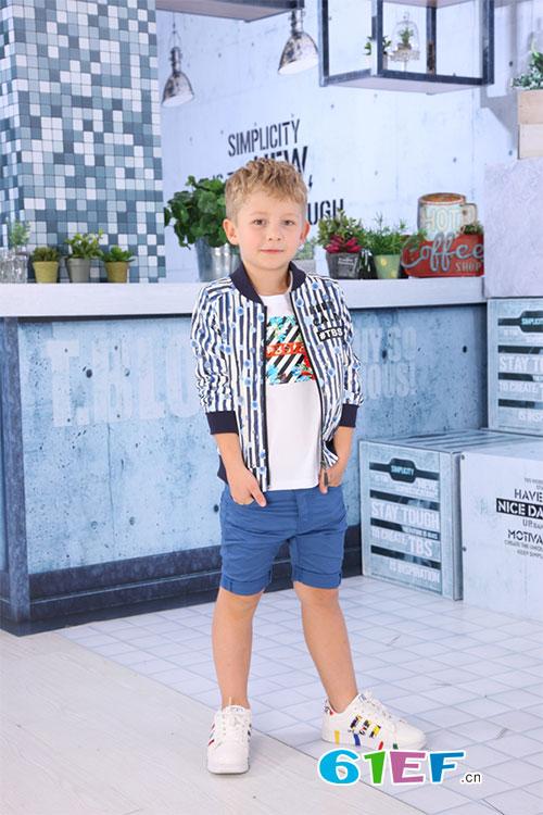 小积木品牌时尚童装给予孩子父母般精心呵护和关爱