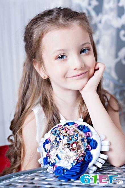 俄罗斯萝莉童模安吉丽娜Angelina Kurkina写真照迷倒众人