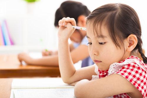 """暑假成孩子""""第三学期""""专家:报班是家长自己焦虑"""