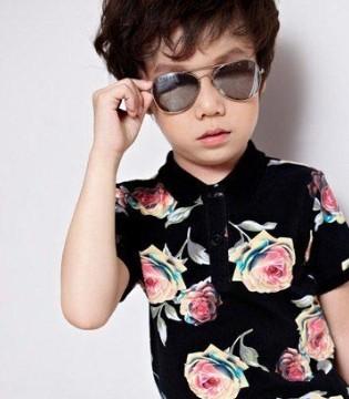 炎炎夏日 听说小男孩和酷小孩品牌童装的休闲上衣更配哦