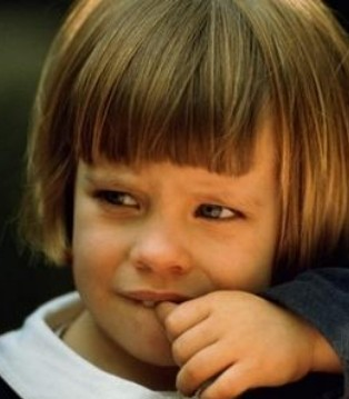孩子天天啃指甲 如何纠正孩子啃指甲的坏毛病