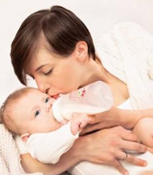 """亲子服务市场逼近2万亿 母婴电商忙布局""""大母婴""""市场"""