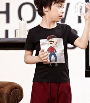 酷酷的男孩穿上时尚的酷小孩品牌童装和爸爸一起去那儿