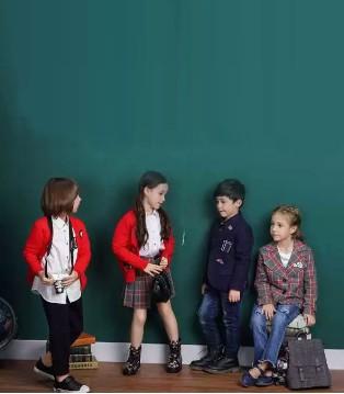 想知道今年秋冬流行的学院风 请看NICKIE