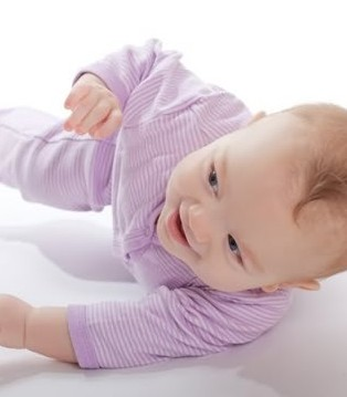 六个月宝宝不会翻身怎么办 如何教宝宝学翻身