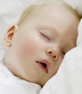 优利士乳业 BB睡觉不规律害处真的超级多