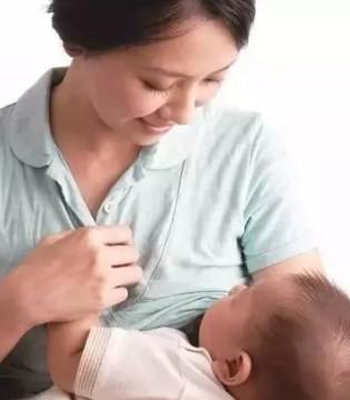 宝宝的第一口奶该怎么吃 让母乳喂养指导师告诉你
