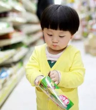 爸爸故意将5岁儿子丢在超市 结果孩子的行为让人震惊
