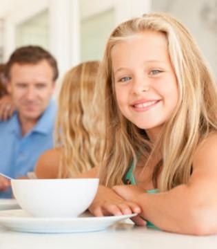 边吃饭边聊天对身体有坏处吗 给身体带来五大坏处