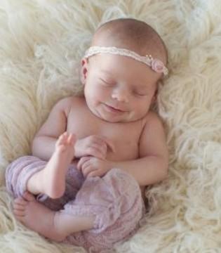宝宝睡觉都在笑 原来竟是这个原因