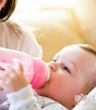 这样喂奶易引起宝宝中耳炎 宝爸宝妈要注意了