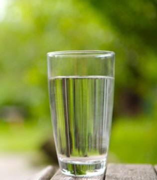 每天要喝八杯水 喝纯净水更好 这些喝水误区你中了多少