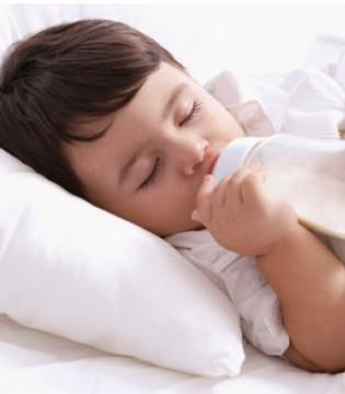 只要换奶粉宝宝就腹泻 该怎么转奶呢