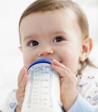 母乳不足怎样混合喂养 先喂奶粉还是母乳
