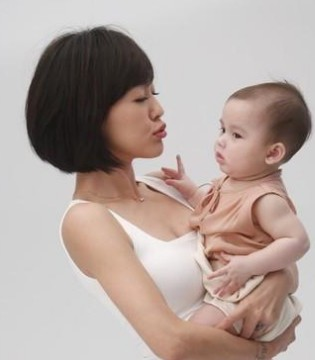 妈妈们注意了 宝宝臀纹不对称当心髋关节发育不良