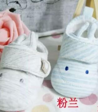 跟着小猪丹尼一起来看看婴儿鞋的作用吧