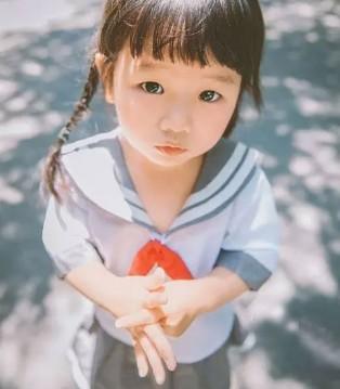 这个3岁上海小女孩卖了一次萌 竟然红遍全球了