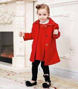 穿上了卡莎梦露品牌童装2017秋冬新装的她是最红的