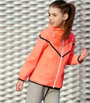 只要穿上巴拉巴拉童装品牌 立马化身赛场运动宝贝