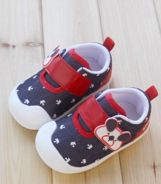 宝宝学步初期如何穿鞋 宝宝多大穿鞋好
