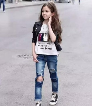 7岁的她就有超模范 跟她学秋冬穿衣法
