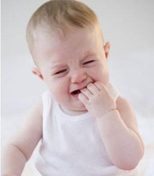 新生儿为何哭闹不睡觉 宝宝哭闹不睡觉怎么办