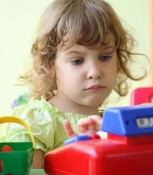 你这些不经意的小动作 会影响孩子的一生