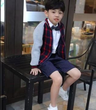 没有T100童装解决不了的时尚难题 一件卫衣就可以了