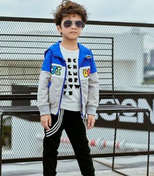 如何养成小型男范 穿上叽叽哇哇品牌童装就知道