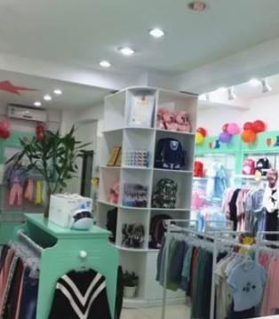 热烈庆祝芭乐兔童装加盟商史女士新店盛大开业