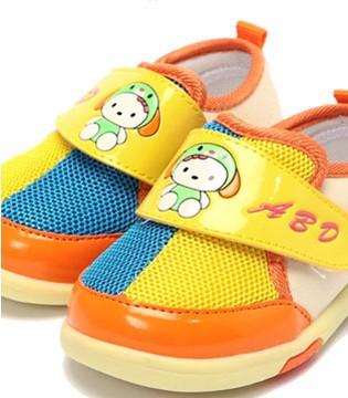 孩子的鞋千万不要乱买 看了你就知道了