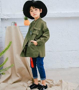 哎呀嘛 青稚品牌童装潮范穿搭之军绿色外套咔咔的