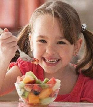 秋季虽水果丰富 但这两个时间段别给孩子吃