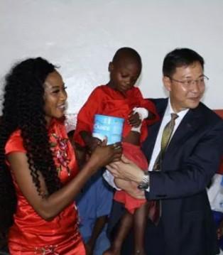 贝家要闻 塞总统夫人携贝因美为非洲儿童送健康