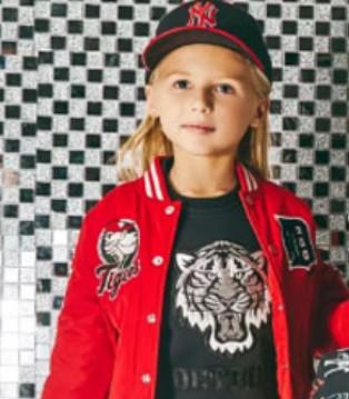 底特律老虎队的霸气范 MLBKIDS童装上有老虎队队标