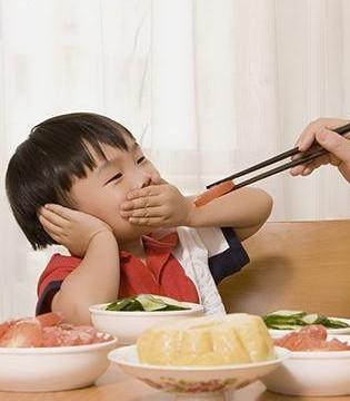 宝宝挑食怎么办 你是否经常这样劝孩子吃饭