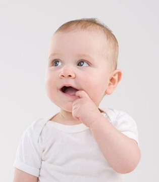 宝妈必学 宝宝爱吃手指头要怎么办好