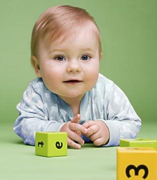 让宝宝过早的接触这些动作 会伤害到宝宝