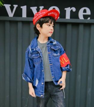青稚童装品牌这几款外套就非常有型 准备起来吧