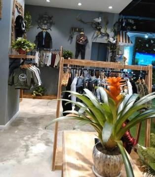 红花岗区星力城A区购物中心《LQ》专店期待您的到来