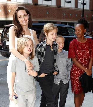 安吉丽娜・朱莉携孩子们亮相2017年多伦多国际电影节